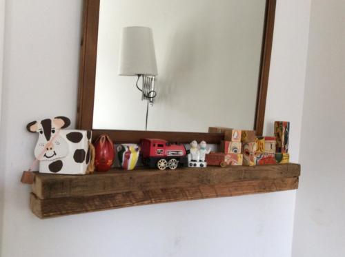 Reclaimed wood min-mantle
